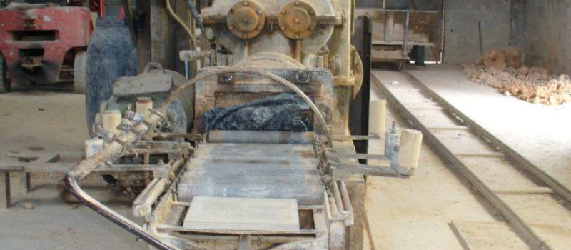 Fabrication du carrelage terre cuite moulage